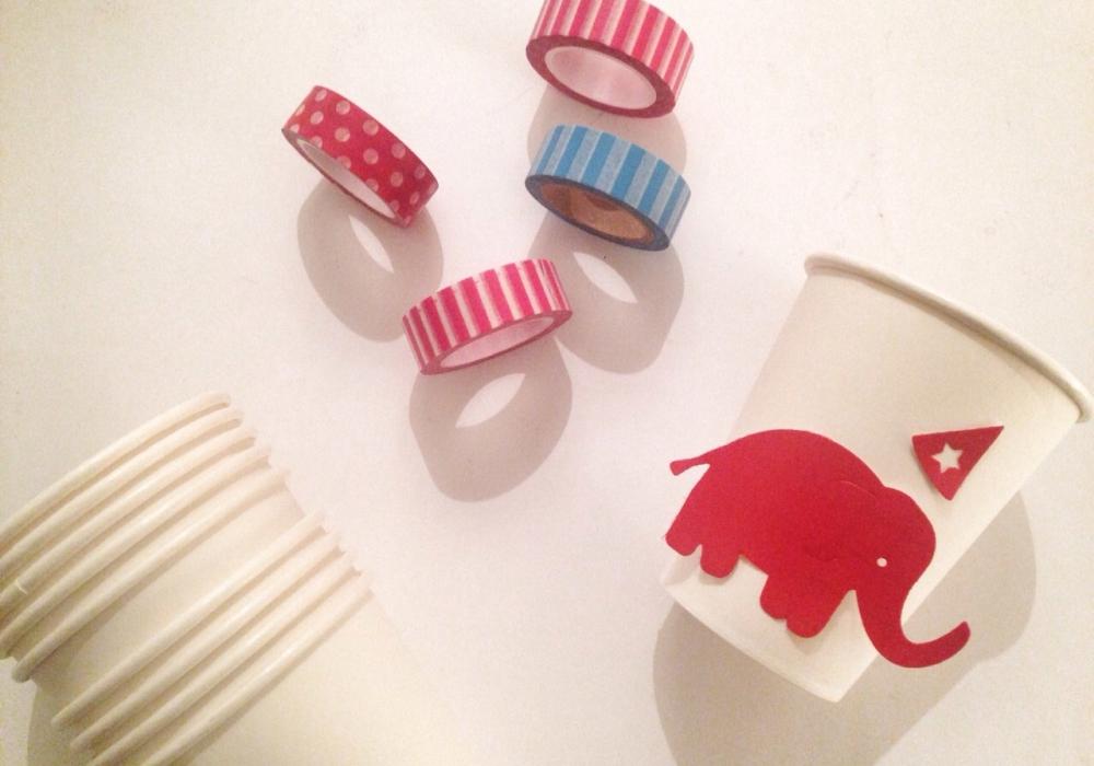Bicchieri in carta con sagome di elefante