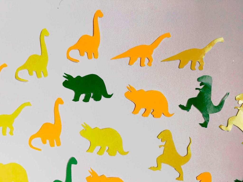 Adesivi e sagome a forma di dinosauri